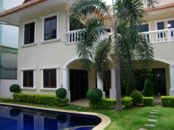 Royal Beach Villas
